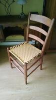 Chaise antique tressée, restaurée.