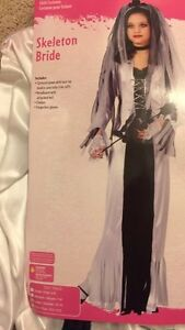 Girls skeleton bride costume worn only for a few hrs. $15 Kitchener / Waterloo Kitchener Area image 2
