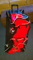 large duffle bag on wheels good condition $40.00 226-789-3486