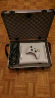 Console XBOX 360 Arcade with controller and carrying case