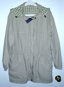 hooded lined Jacket : like NEW : size M : Smoke Free