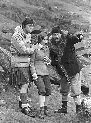 Deborah Watling and Frazer Hines UNSIGNED photo - H7223 - Doctor Who