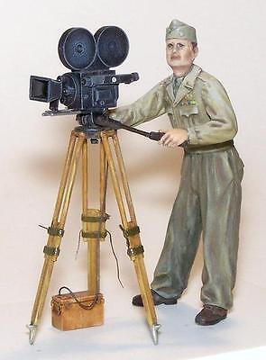 PLUS MODEL 307 US Cameraman Resin Figur in 1:35