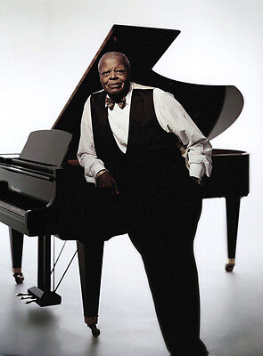 Oscar Peterson 10 x 8 UNSIGNED photo - P1339 -  Canadian jazz pianist & composer