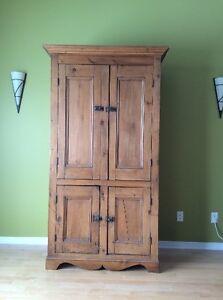antique and armoire pin acheter et vendre dans qu bec. Black Bedroom Furniture Sets. Home Design Ideas