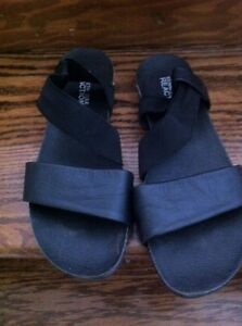 Women's siZe 8 Kenneth Cole black sandals