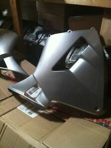 HONDA CBR600RR 03-04?? COMPLETE OEM STOCK BODY WORK KIT NO UPPER Windsor Region Ontario image 7