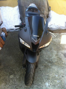 HONDA CBR600RR 2008 WITH ONLY 2900 MI PARTING IT OUT NEW TIRES Windsor Region Ontario image 7