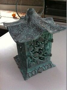 Outdoor/Indoor Pagoda Tealight holder in a Pantene finish