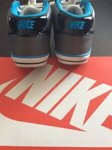 NEW NEVER WORN NIKE SHOES SIZE 7!! London Ontario image 2