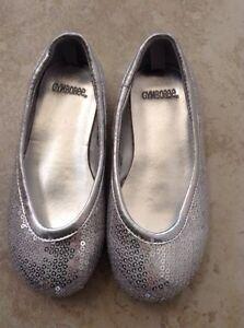 Gymboree holiday shoes  size 9, $10 London Ontario image 1
