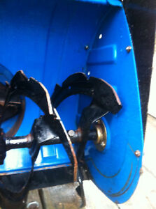 YAMAHA YS624 FRONT SCOOP WITH THE AUGER Windsor Region Ontario image 3