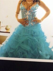 Robe de bal a vendre grandeur 6/ prom dress size 6 for sale West Island Greater Montréal image 3