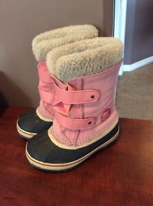 Girls size 13 winter boots.