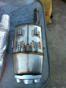 TRIUMPH DAYTONA 675 2006-08 OEM EXHAUST CAN, HEAT SHIELD & ELBOW Windsor Region Ontario image 4