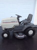 White Lawn Tractor 18 hp. 47 inch cut