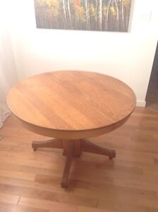 Solid Quartersawn Oak Dining Set with Six Chairs & Four Leaves