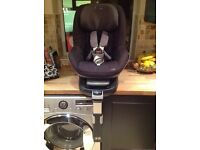 Maxi Cosi Pearl Child's car seat with family fix base