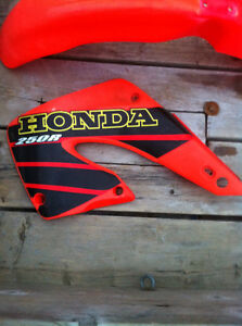 HONDA CR250R 01 RADIATOR COVERS FRONT AND REAR FENDER Windsor Region Ontario image 5