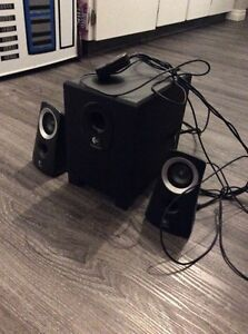 Logitech computer speakers with sub, like new condition!
