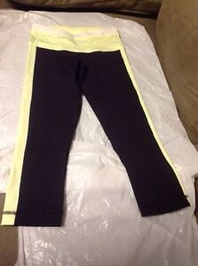 LULULEMON SIZE 2 Tights  and Stride Jacket EXCELLENT CONDITION  Kingston Kingston Area image 2