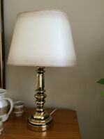 LAMPE DE TABLE EN LAITON