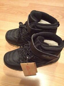 Brand new winter boots 25$