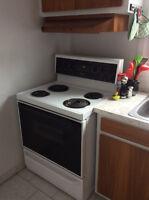 Cuisinière, réfrigérateur, laveuse, sécheuse