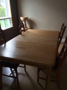 Table de cuisine Bois Massif 1 pouce 200 $$ (Nego)
