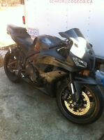 HONDA CBR600RR 2009 WITH ONLY 2900 MI PARTING IT OUT NEW TIRES