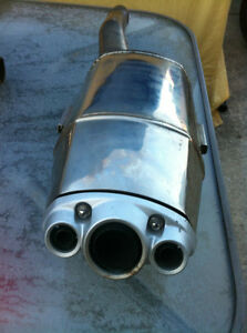 TRIUMPH DAYTONA 675 2006-08 OEM EXHAUST CAN, HEAT SHIELD & ELBOW Windsor Region Ontario image 7