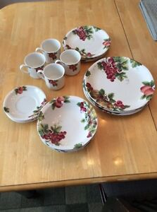 Royal Doulton Fine China Set $95