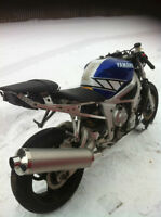 YAMAHA R6 01 PARTING OUT