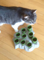 Stimulo cat feeder and activity centre