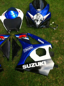 SUZUKI GSXR1000 07-08 COMPLETE SET OF BODY WORK W THE FUEL TANK Windsor Region Ontario image 2