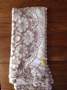 4 Matching Lace Tablecloths London Ontario image 3