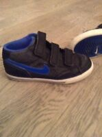 Boys sz 12 Nike runners
