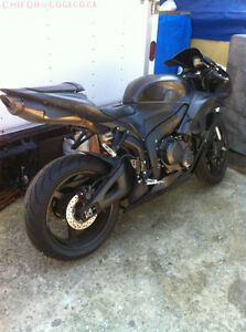 HONDA CBR600RR 2008 WITH ONLY 2900 MI PARTING IT OUT NEW TIRES Windsor Region Ontario image 10