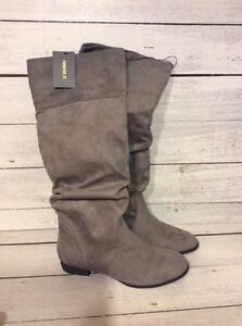 Forever 21 Grey Boots Size 7.5 NEW London Ontario image 1