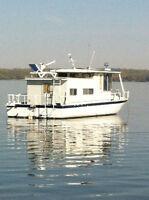 Carpe Diem houseboat