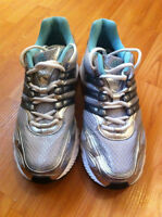 NEW ADIDAS RUNNING SHOES SIZE 8 1/2