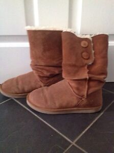 Ugg style boots size ladies 8