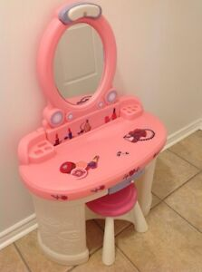 Make up table child vanity step 2