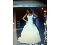 New gorgeous Ivory wedding dress size 8 with vail and gloves