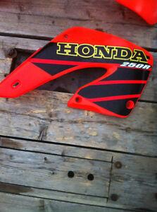 HONDA CR250R 01 RADIATOR COVERS FRONT AND REAR FENDER Windsor Region Ontario image 4