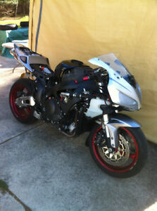 PARTING OUT A COMPLETE 07 HONDA CBR1000RR  WITH LOTS OF EXTRAS