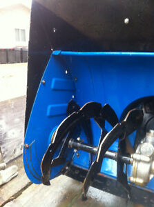 YAMAHA YS624 FRONT SCOOP WITH THE AUGER Windsor Region Ontario image 2