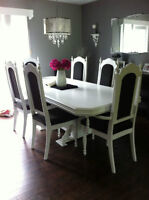 Beautiful Antique Dining Table and 6 Chairs