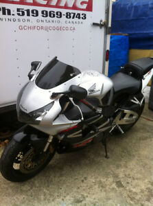 CBR954RR 02-03 HONDA I AM PARTING OUT THE COMPLETE BIKE Windsor Region Ontario image 1