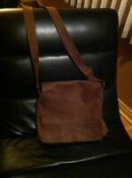Roots Raiders Bag in Tribe colour